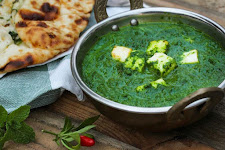 Sindhi Palak Curry With Paneer