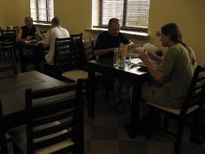 Photo: Nie jesteśmy jedynymi wyrypowiczami, którzy się tutaj stołują. Kotlecik, pieczone ziemniaczki, surówka i dwa piwka dają potężny zastrzyk energii