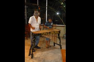 Photo: Seine Ausrede warum es nicht so gut lief mit dem Marimba-Spielen an diesem Abend: Sein Enkel hat es halt nicht so drauf...