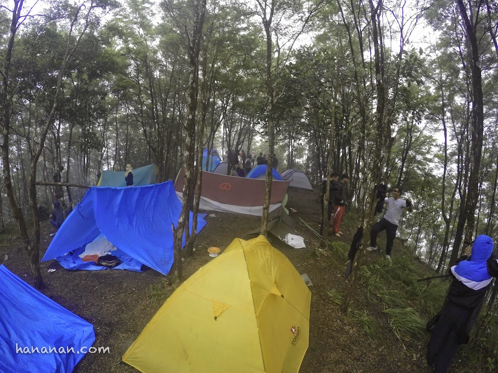 Berkemah di Puncak Gunung Maras, Bangka.