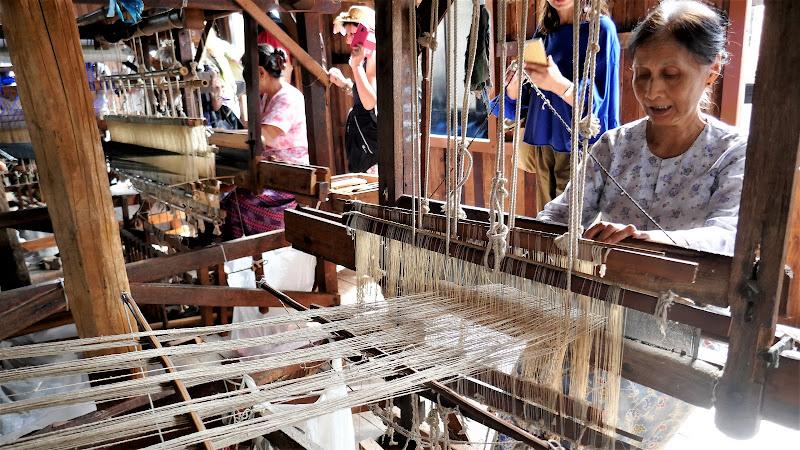 L'arte della tessitura. di Piera