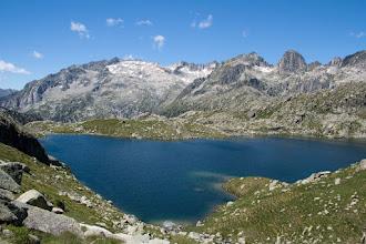 Photo: Vall de Boí:  estany de Travessani amb Comaloforno, Besiberris, Punta Harlé i Pa de Sucre