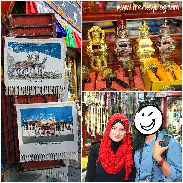 Contoh Pajangan Oleh-Oleh khas Tibet dan ( Bonus Foto ) Sehabis Belanja di salah satu toko yang penjual nya Wanita Muslim China