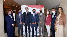 AJE Almería junto a representantes institucionales y empresariales.
