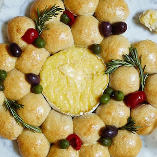 Baked Brie Wreath