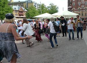 Photo: Bl.a. Pia Nordin (Jazzå) dans, Uncas Rydén megafon, Håkan Strängberg trombon, Marcus Ahlberg trombon