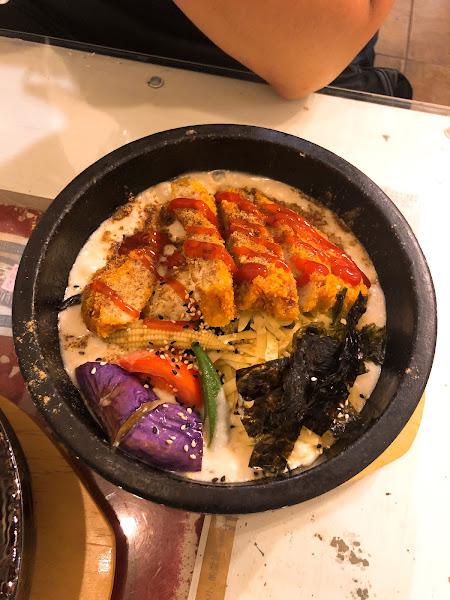 很好吃的韓式素食料理,每次來必點石鍋拌飯!還會附湯👍👍👍