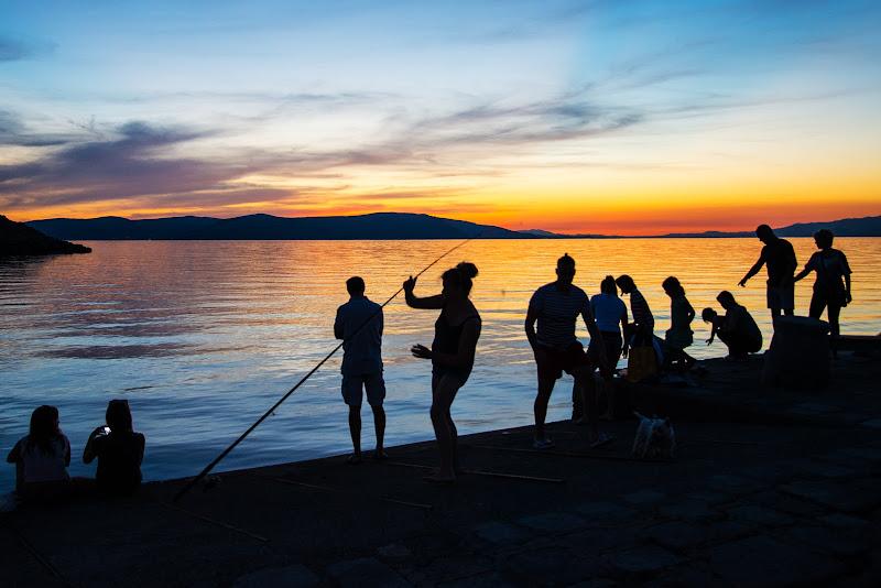I pesci abboccano al calar della notte di mcris