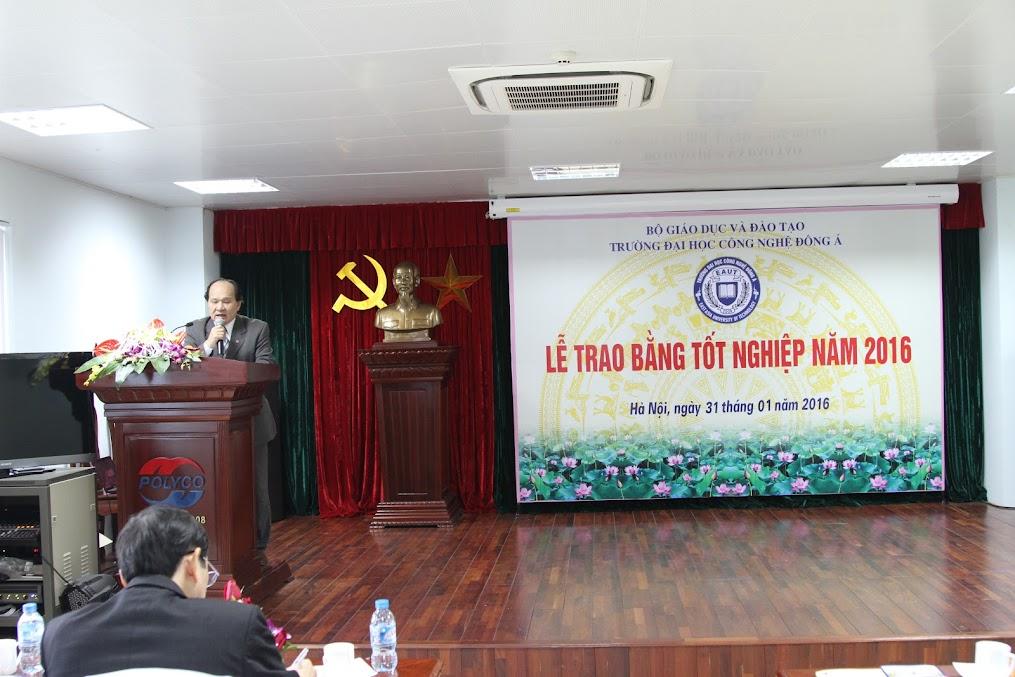 Phó hiệu trưởng Trường Đại học Công nghệ Đông Á - GS.TS.VS Đinh Văn Nhã phát biểu.