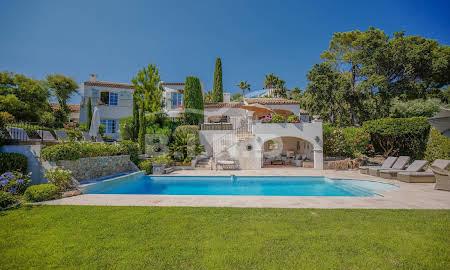 Hotel Particulier Avec Piscine Provence Alpes Cote D Azur A Vendre