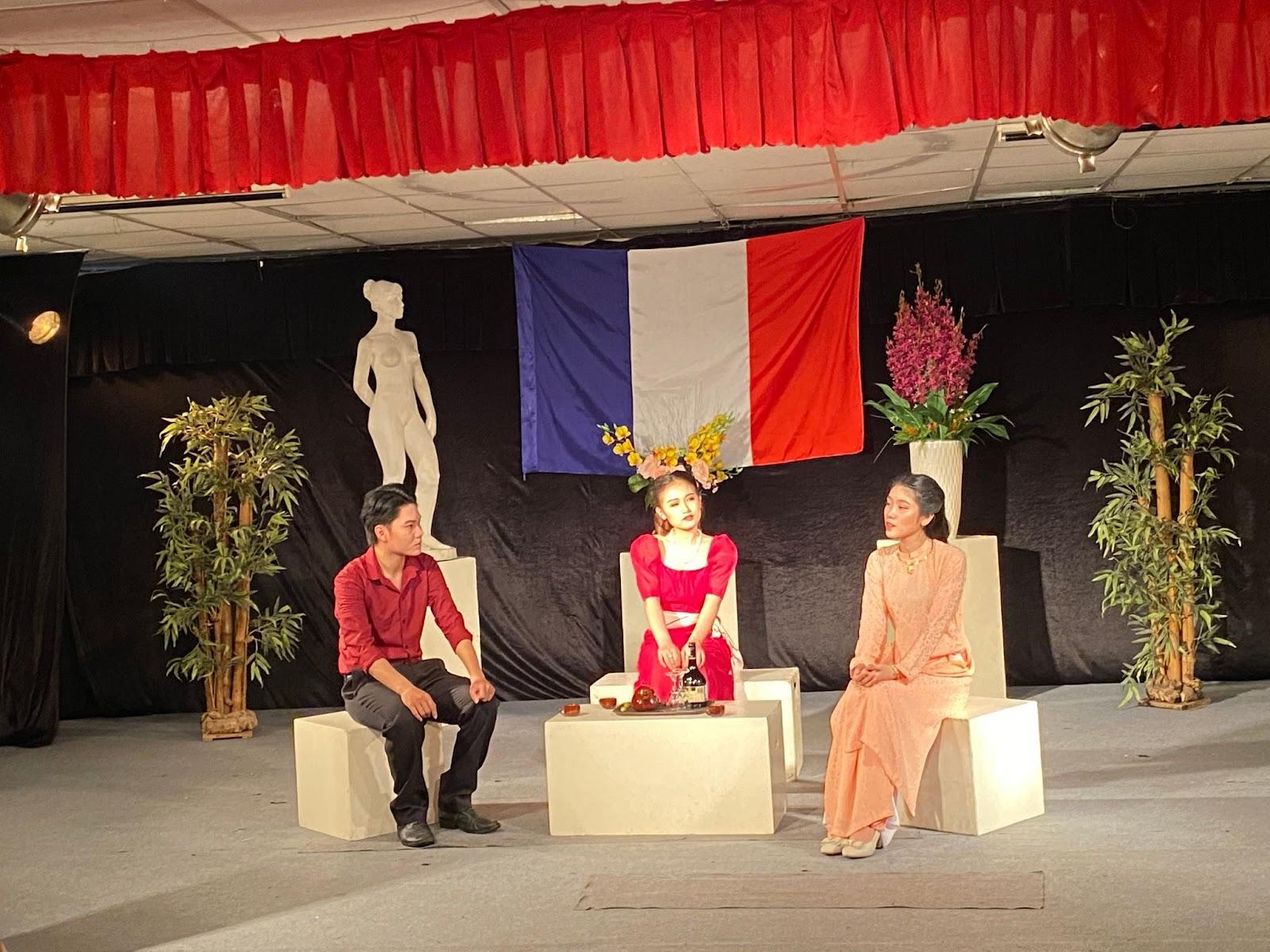 Sinh viên lớp diễn viên K132DV1 thành công tổ chức thi cuối kì