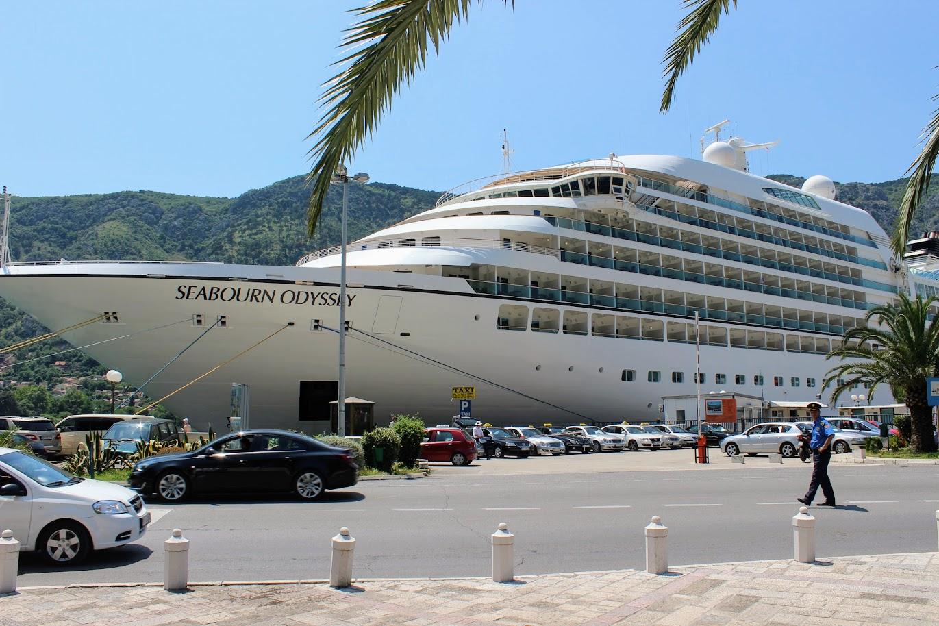 лайнер Seabourn Odyssey в Которе