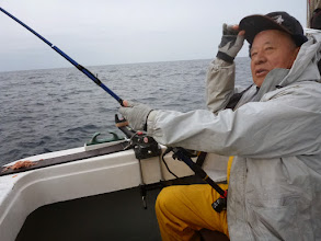"""Photo: 「船長、きたよーっ!結構引くよ!」 の""""オガワさん""""!"""