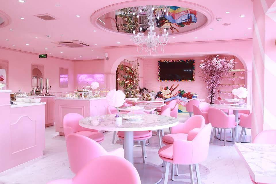 quán trà sữa màu hồng