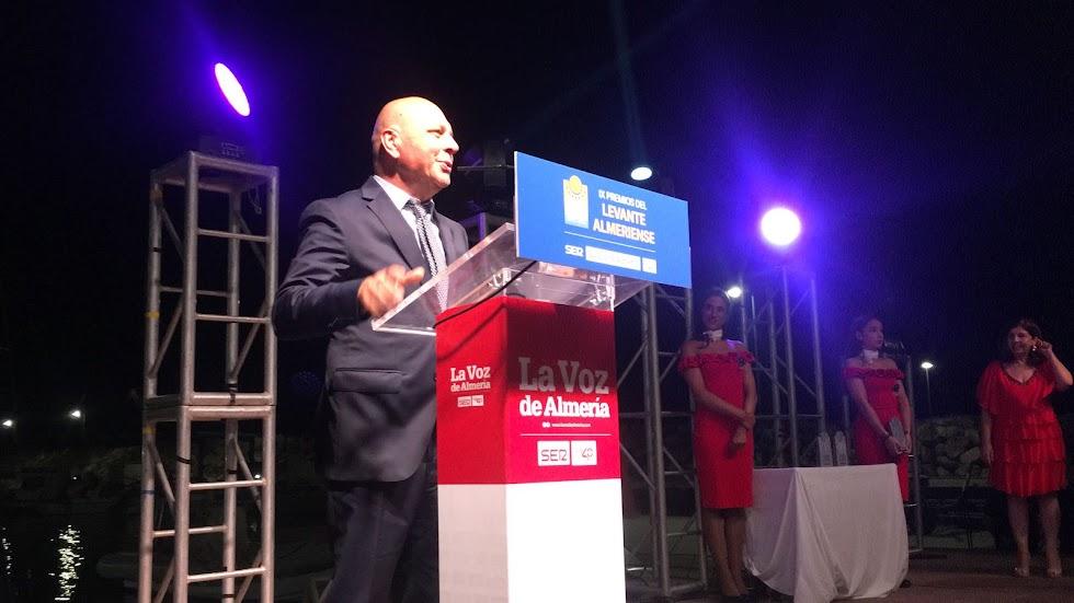 Mauro Cappati abrió un local en la playa, conoció Mojácar y emprendió proyectos empresariales de éxito. Galardón Gente de en los Premios Levante.