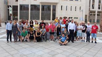 Participantes en la ruta sensitiva justo en la salida en la Plaza Mayor.