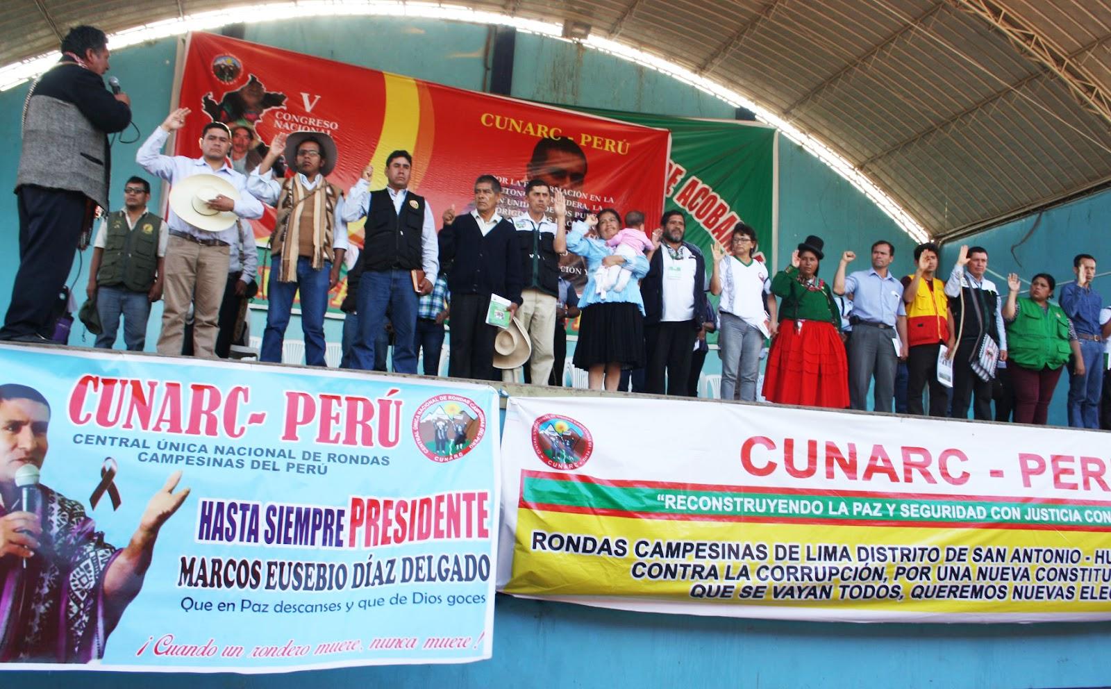 A la izquierda, Santos Saavedra Vásquez, electo presidente en el V Congreso de la CUNARC.