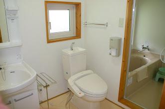 Photo: 2階 洗面台、トイレ、浴室 2F sink, toilet, bathroom 2层 洗手池,厕所,浴室