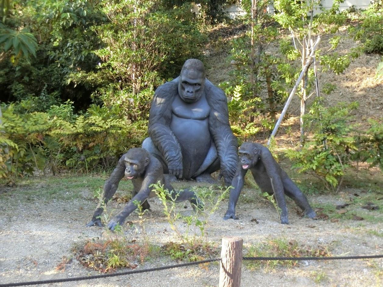 東山動物園ゴリラの銅像