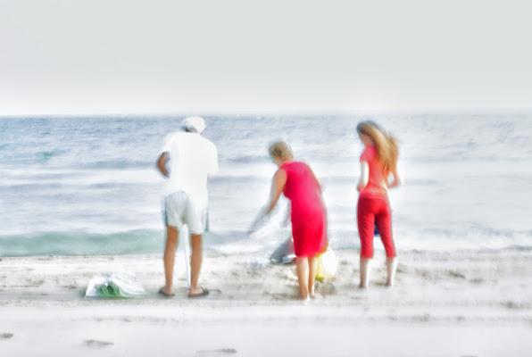 famiglia in spiaggia di zucco