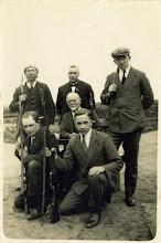 Photo: 1935 Groepsportret van de burgerwacht van Princenhage.
