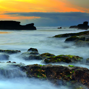 Tanah Lot by Agus Mahaputra - Landscapes Waterscapes
