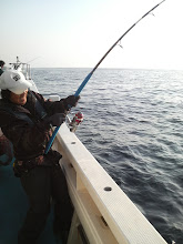 Photo: ザバーン! 出たー! きたー! デカマサが飛び出しヒット! ドラグが出まくって、そのまま一気に海底まで! そして痛恨のラインブレイク! あじゃぱー! 残念!