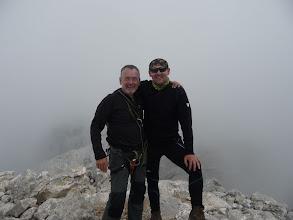 Photo: Con Oscar en la cima, ya cayendo algo de nieve, así que hacia abajo, ya.