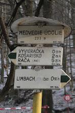 Photo: Na rázcestí Medvedie údolie. Pokračujem ďalej zelenou značkou