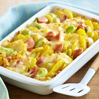 Kartoffel-Lauch-Auflauf mit Wiener Würstchen