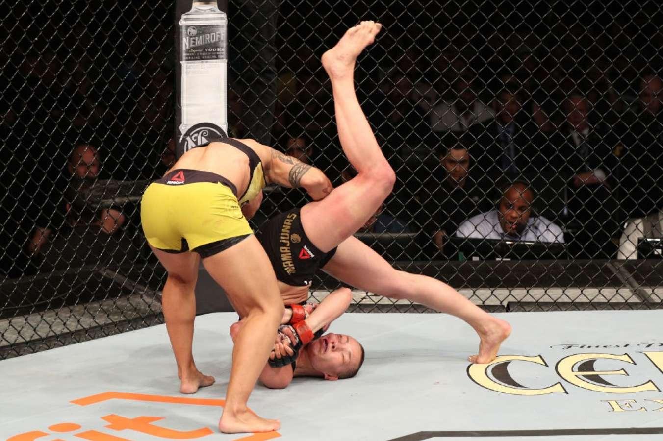 Cầu thủ người Brazil Jessica Andrade từng hạ gục Rose Namajunas bằng một tay (Pile driver)