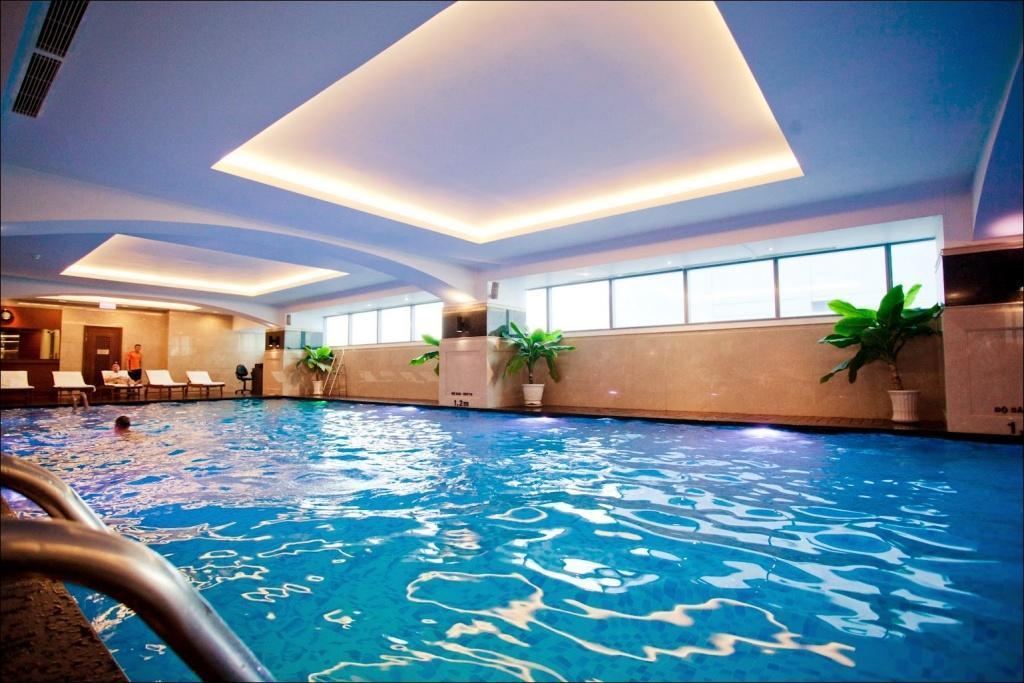 Kết quả hình ảnh cho cách vệ sinh bể bơi bảo vệ sức khỏe gia đình