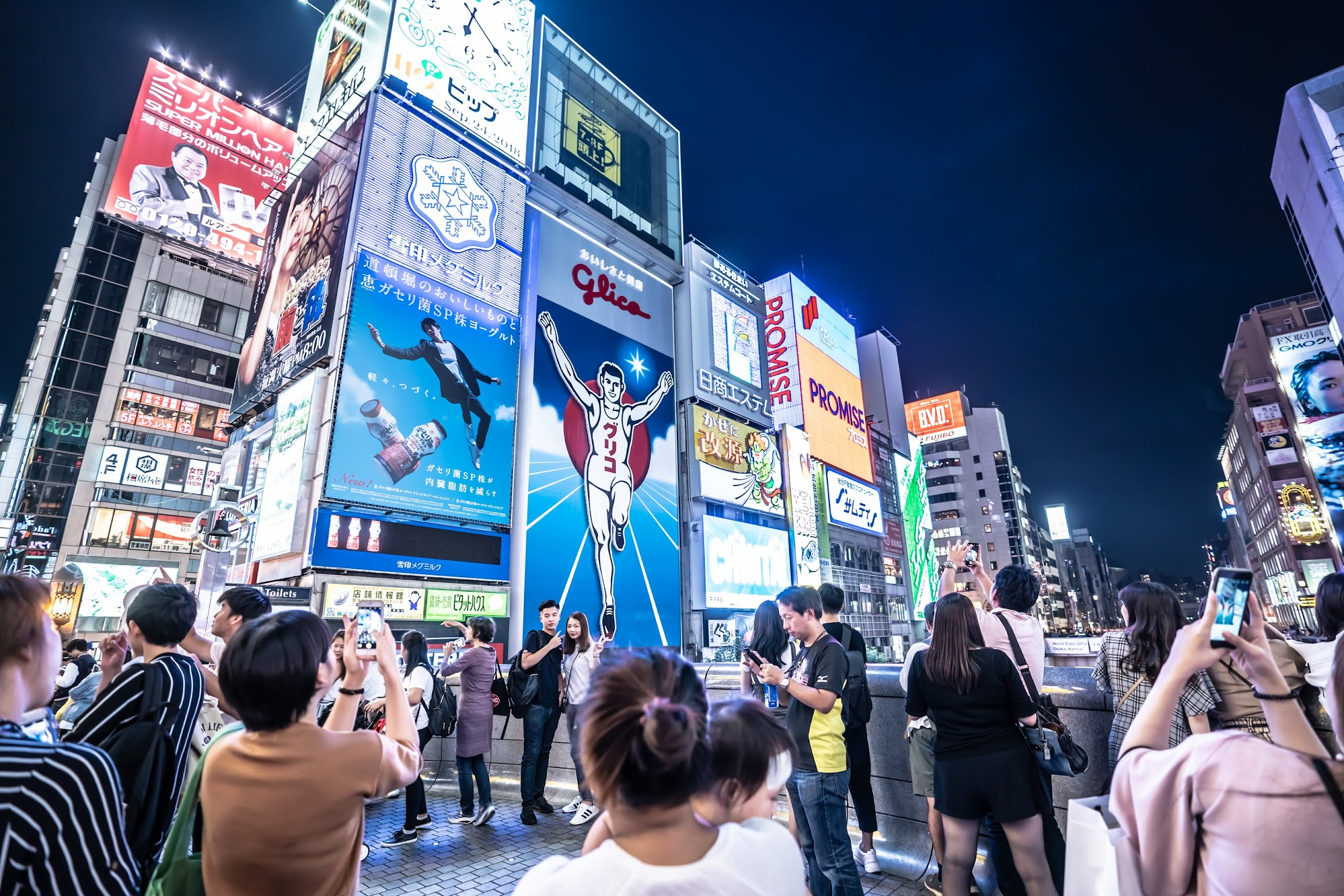 Dontonbori Glico Running Man evening2