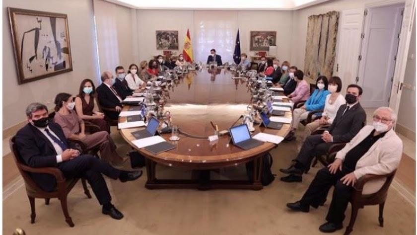 Foto de todos los ministros en sala histórica del Consejo.