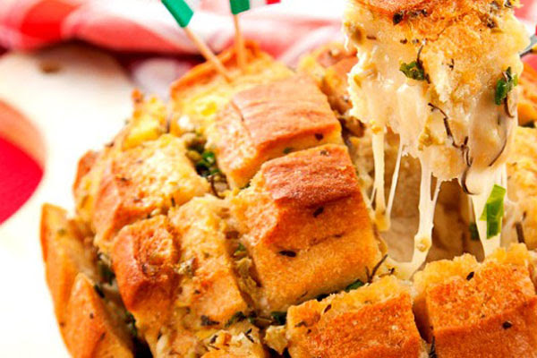 Pão Recheado com Queijo Cremoso