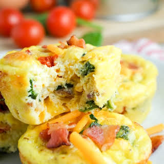 Bacon, Spinach & Tomato Breakfast Egg Cups.