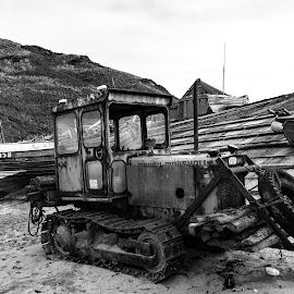 Rusty worker by IansLense . - Black & White Objects & Still Life (  )