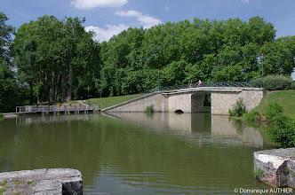 Photo: Balade à vélo le long des canaux qui sillonnent Briare