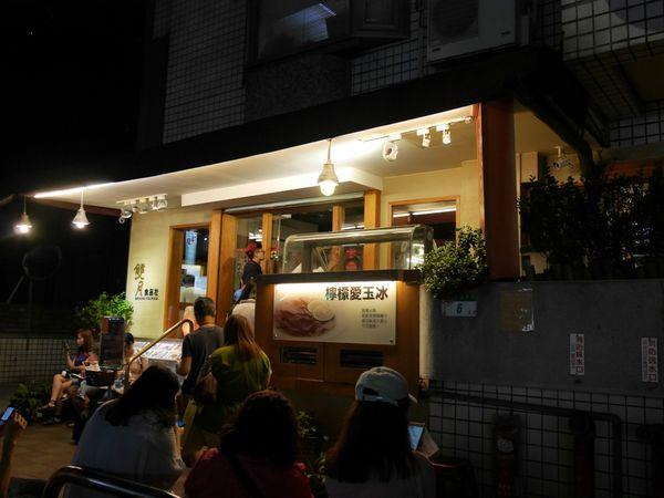 華人養生雞湯第一品牌,月子餐點首選 滿滿一大碗就是雙月的特色,真材實料CP值高到爆!雙月食品社/青島店