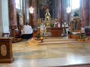Photo: Der Gottesdienst beginnt.