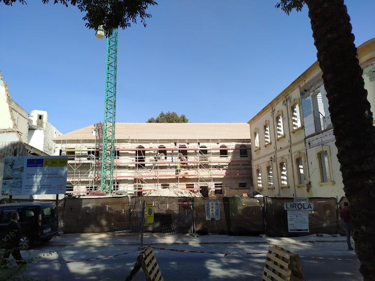 Espacio por el que se ubicará la entrada sur por el Paseo de San Luis tras la demolición del edificio de los años 40