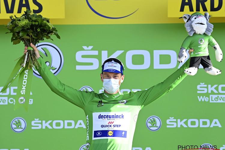 HERBELEEF: Sam Bennett wint in de groene trui op de Champs-Elysées