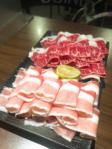 今天鍋物嚐鮮~  選擇的是之前就有看過,一直到今天才去吃的「貓頭鷹🦉鍋物」,位置與位置之間空間不算大,需要專員帶位!有分一、二樓,所有+湯、醬料、補水都有人員服務,所以有收一層服務費!  結論:海鮮