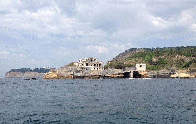 Isola La Gaiola, a ilha amaldiçoada