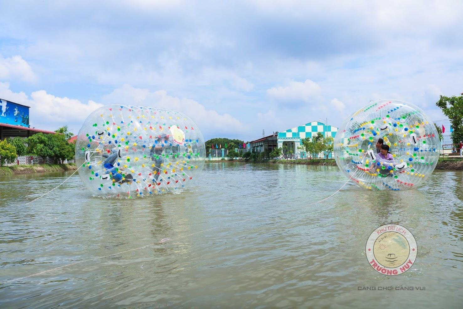Bóng trụ lăn trên mặt nước
