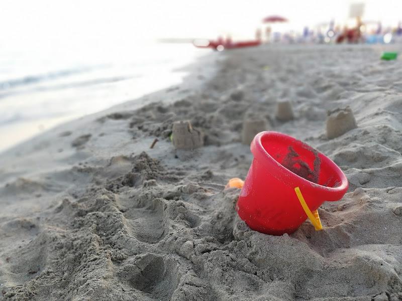 Secchiello in spiaggia di marygrace_1618
