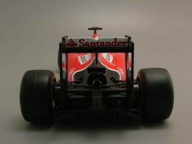Phía sau xe Ferrari SF15-T Kimi Räikkönen
