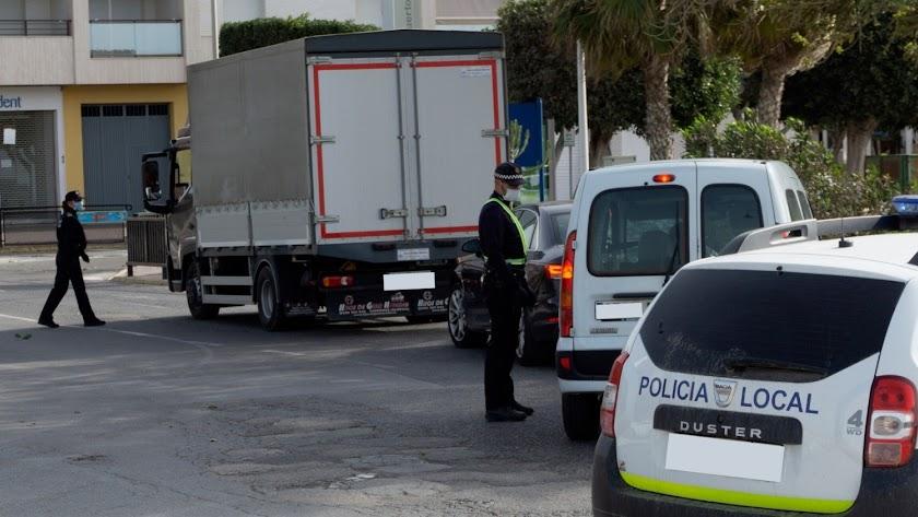 Control de tráfico de la Policía Local de Adra.