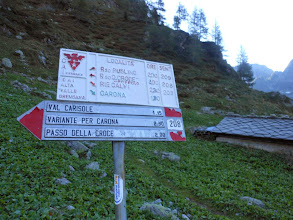 Photo: Arrivati al bivio prendiamo il sentiero n°208 per la Val Carisole.