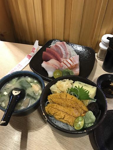 海膽丼海膽有點少⋯魚肚生魚片的鮪魚還好